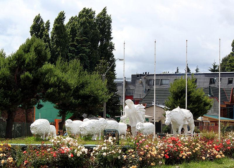 800px-Monumento_al_Ovejero_de_Coyhaique